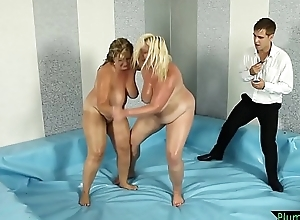 Curvy MILF screwed off out of one's mind wrestling referee
