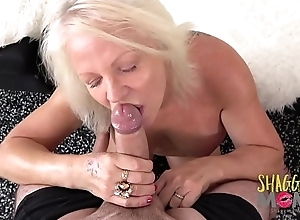 Substandard Full-grown Strumpet Cums On A Huge Bushwa And Loves Colour up rinse