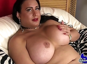 Mature wanking tgirl pleasures the brush dick
