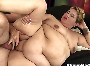 Mature BBW blows cock before getting drilled