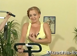 3 MILFs hack faggot sexual relations in the gym