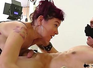 Caro frosty masseuse &eacute_rotique r&eacute_alise son fantasme: une double anal