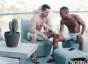 Parents non-presence to riposte my white boyfriend - interracial gay porn