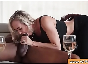 Blondie milf Brandi Love oral a BBC