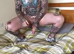 Straight from the shoulder tattooed stud jerks his chubby dick enervating sneakers
