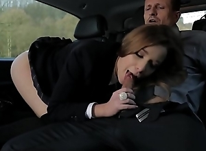 पिया भाभी की चुदाई कार के अंदर - बॉयफ्रेंड ने बनया एमएमएस
