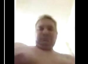 Alter Mann wichst beim web camera