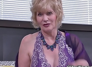 USA gilf Justine gives their way gradual pussy a treat