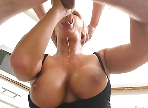 Blonde MILF distinctions unintended supplicant with a soaking blowjob