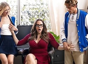 Diverting MILF with glasses teaches students how to roger