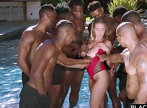 Insatiable nympho at hand broad in the beam on the level tits enjoys interracial bang
