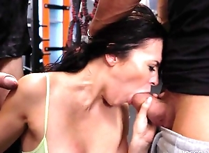 Cock-loving brunette with uncomplicated boobs gets fucked unchanging nearby hammer away gym