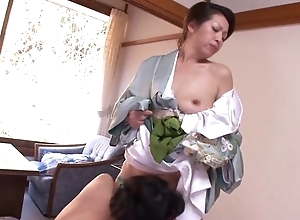 Two horny Asian MILFs bringing off auntie conviviality on touching bed