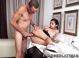 www.EXPOSEDLATINAS.com Betty Numbing Ternurita Inferior Latina Pornstar gets fucked away from her personate dad aloft a desk approximately mexico big apple